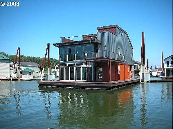 9 fantastic floating homes for sale slideshow fox news Floating homes portland