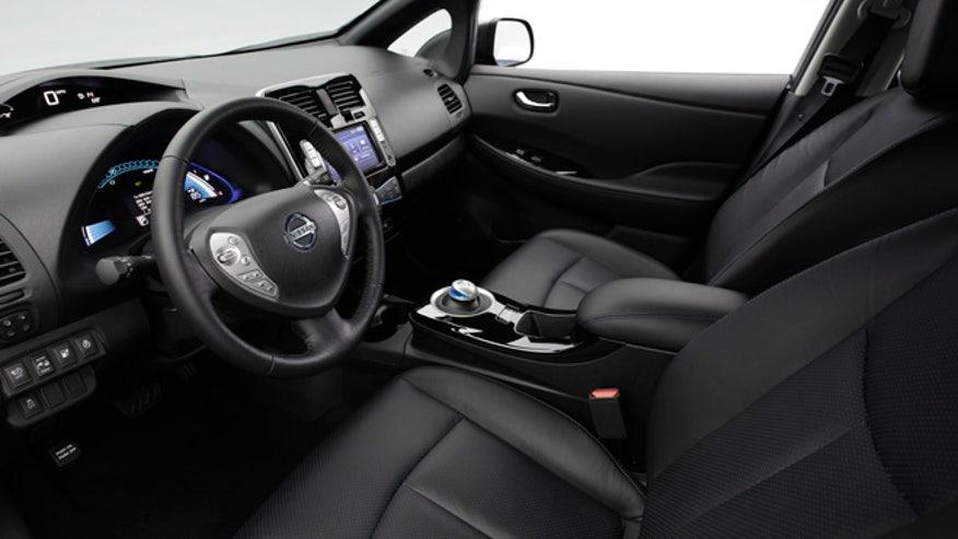 2013-nissan-leaf-interior-660.jpg
