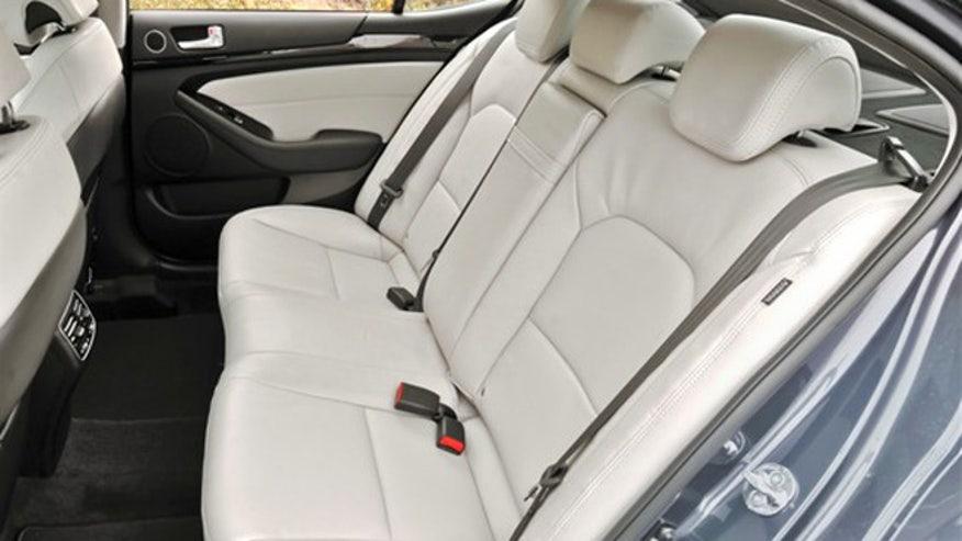 kia-cadenza-rear-seat-660.jpg
