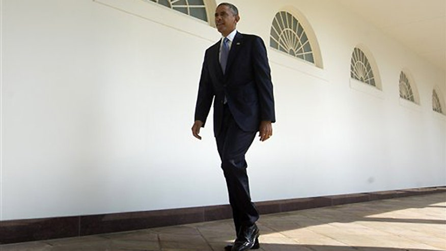 660-Obama alone AP.jpg