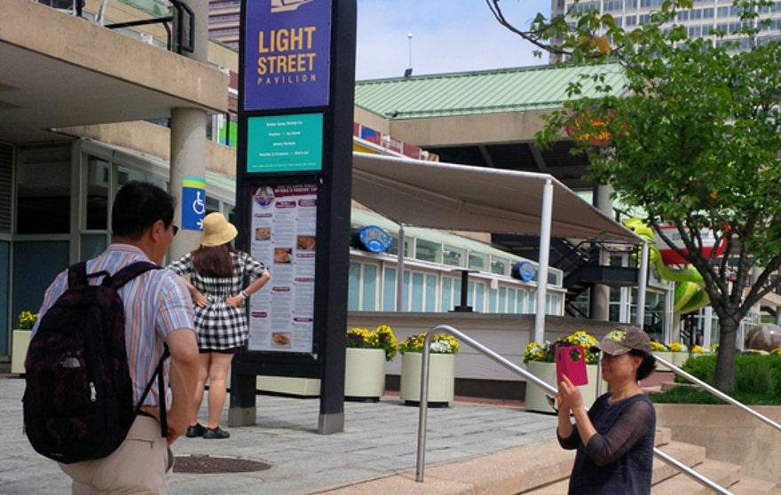 Harbor_tourists.jpg