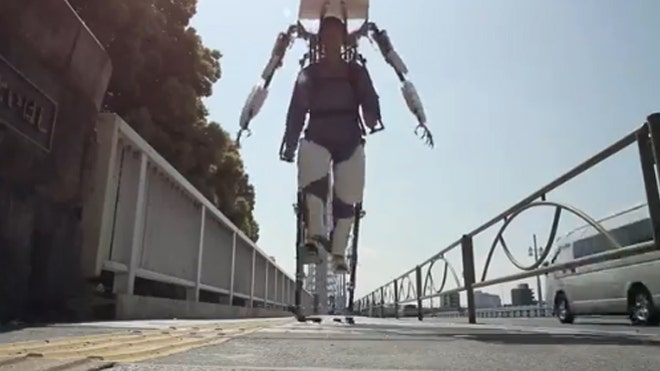 Giant exoskeleton mimics your every move