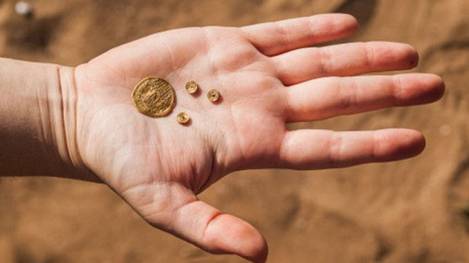 History's dumping ground: 400 Byzantine coins, gold jewelry found discarded in refuse pit