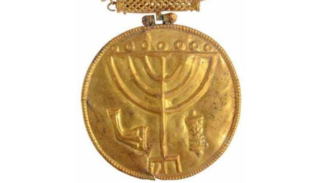 Israeli archaeologist uncovers ancient treasure trove