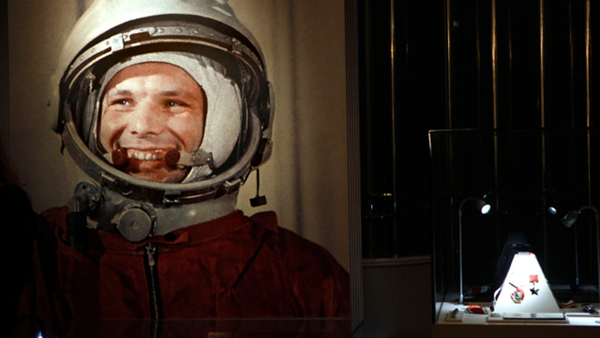 yuri gagarin russian astronaut - photo #17