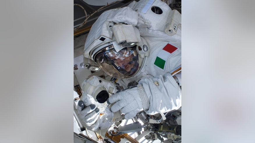 Astronaut Drowning - Pics about space