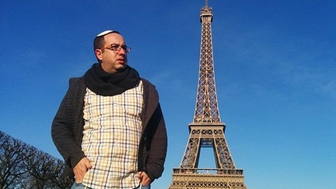 A Jewish journalist put a new twist on a recent viral video, walking around Paris garbed in a tzitzit and a kippa while secretly recording a barrage of anti-Semitic hatred leveled by Muslims in the French capital.