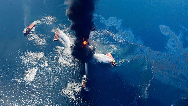 Oil slick grows as gulf rig burns