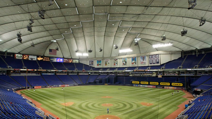 Metrodome S Inflatable Roof Collapses Moves Game To