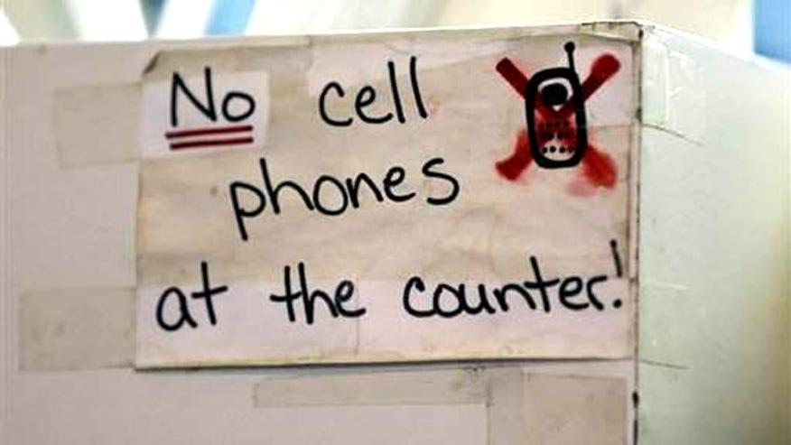 cell_phones_restaurants.jpg
