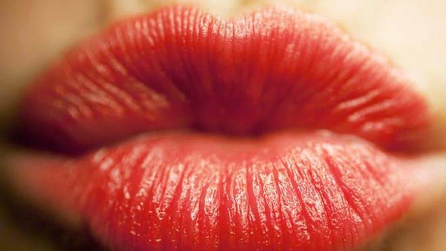 lipstick_red_afp.jpg