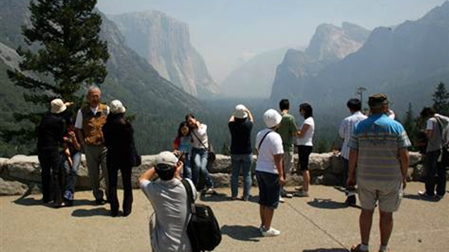 yosemite_fires_tourists_ap.jpg