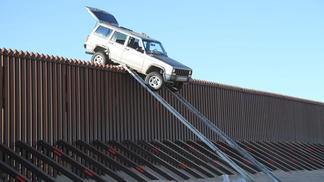 AZ Border Fence Jeep_Photo 1.JPG