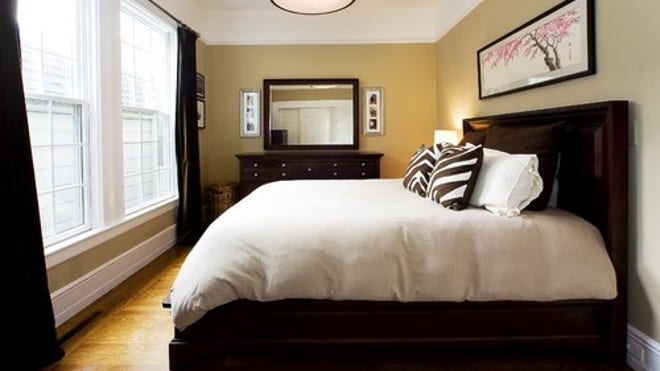 Houzz_AmorosoDes_81843_0_8-1000-contemp-bedroom.jpg