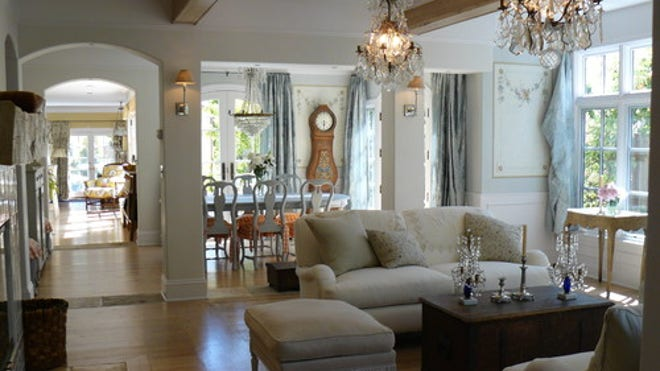 7 Tips for lovely traditional living room lighting | Fox News