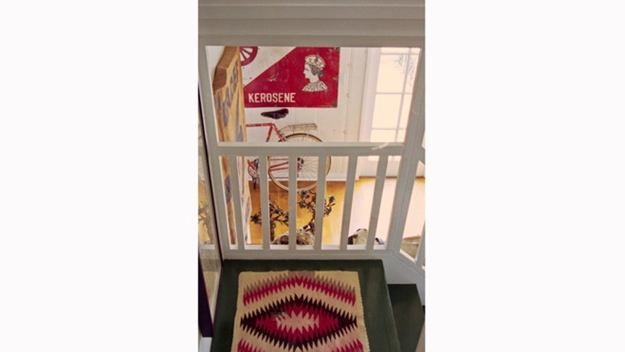 Houzz_GrahamDunnPhoto_1061538_0_8-5592-eclectic-staircase660.jpg