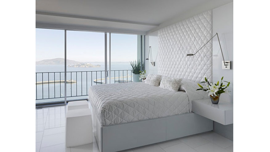 Houzz_MarkEnglish_modern-bedroom660.jpg