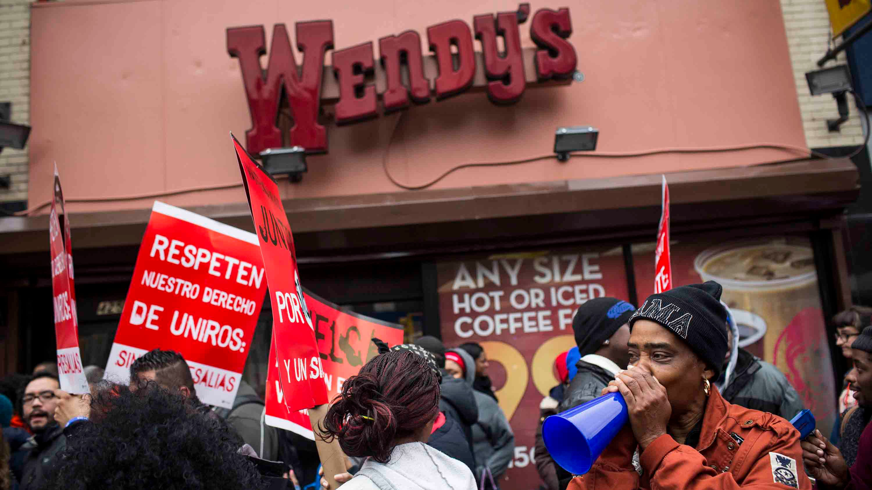 the pros and cons of raising the federal minimum wage Clausen: pros, cons of raising the minimum wage related issues are more complex than just pulling fast-food workers out of poverty.