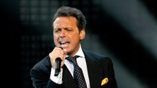 Singer Luis Miguel announced that he will continue his Latin American and U.S. tour after cancelling four performances last week at the National Auditorium in Mexico City.