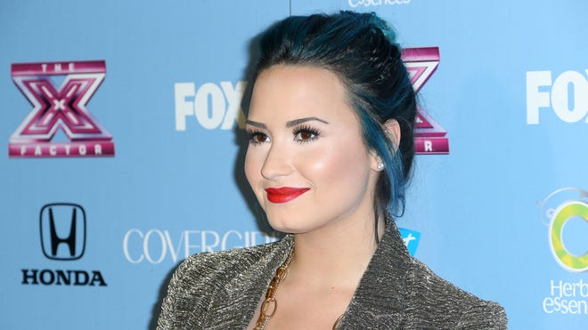 Demi Lovato blue hair.jpg