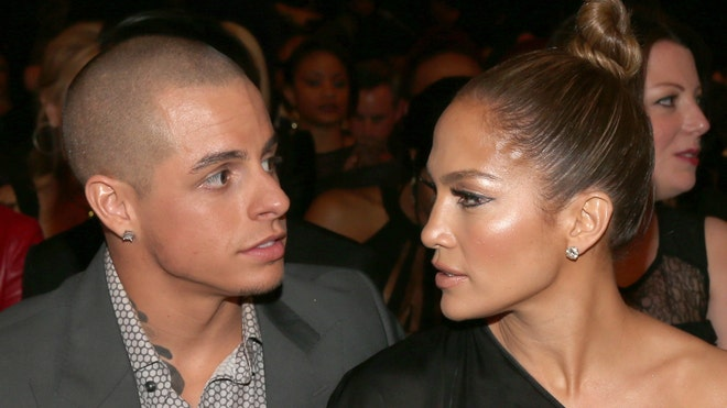 Jennifer Lopez and Casper Smart.jpg