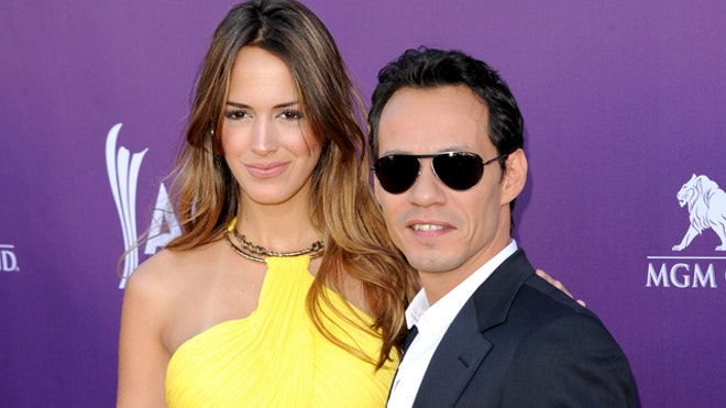 MARC ANTHONY AND GIRLFRIEND.jpg