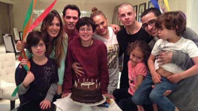 MARC ANTHONY MODERN FAMILY.jpg
