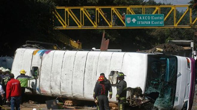 MEXICAN BUS CRASH.jpg