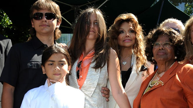 PARIS JACKSON KIDS AND GRANDMA.jpg