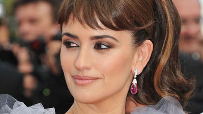 Penelope Cruz Snaps at Photographer.JPG