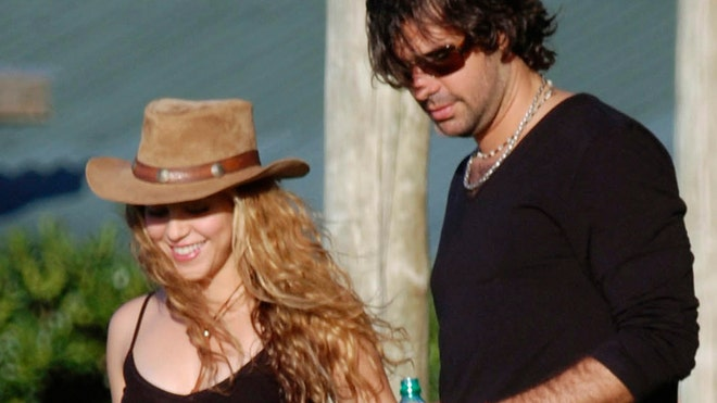 SHAKIRA AND DE LA RUA HAPPIER.jpg