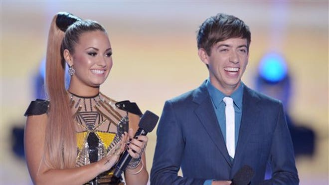 A bubbly Demi Lovato brought the 2012 Teen Choice Awards to life, ...