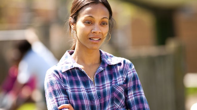 Zoe Saldana out-of-the-furnace-M-306_02031_rgb.jpg