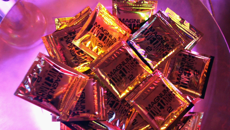 Секс с презервативой 3 фотография