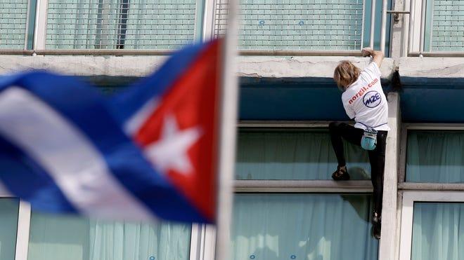 Cuba_Skyscraper_Climber__erika.garcia@foxnewslatino.com_17.jpg