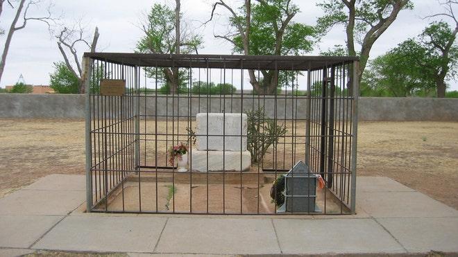 Old-Fort-Sumner-Cemetery.jpg