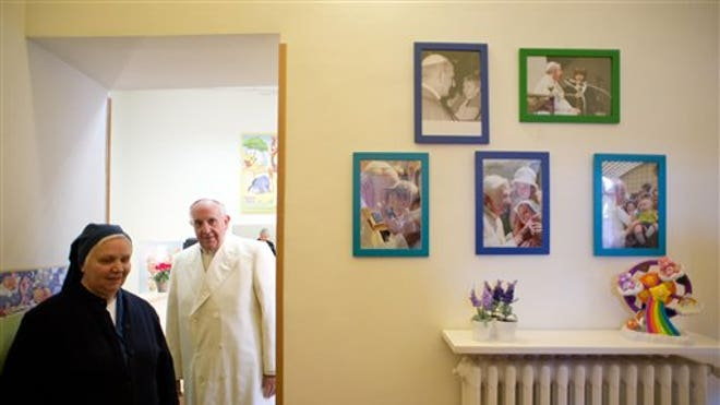 Pope Francis With Nun.jpg