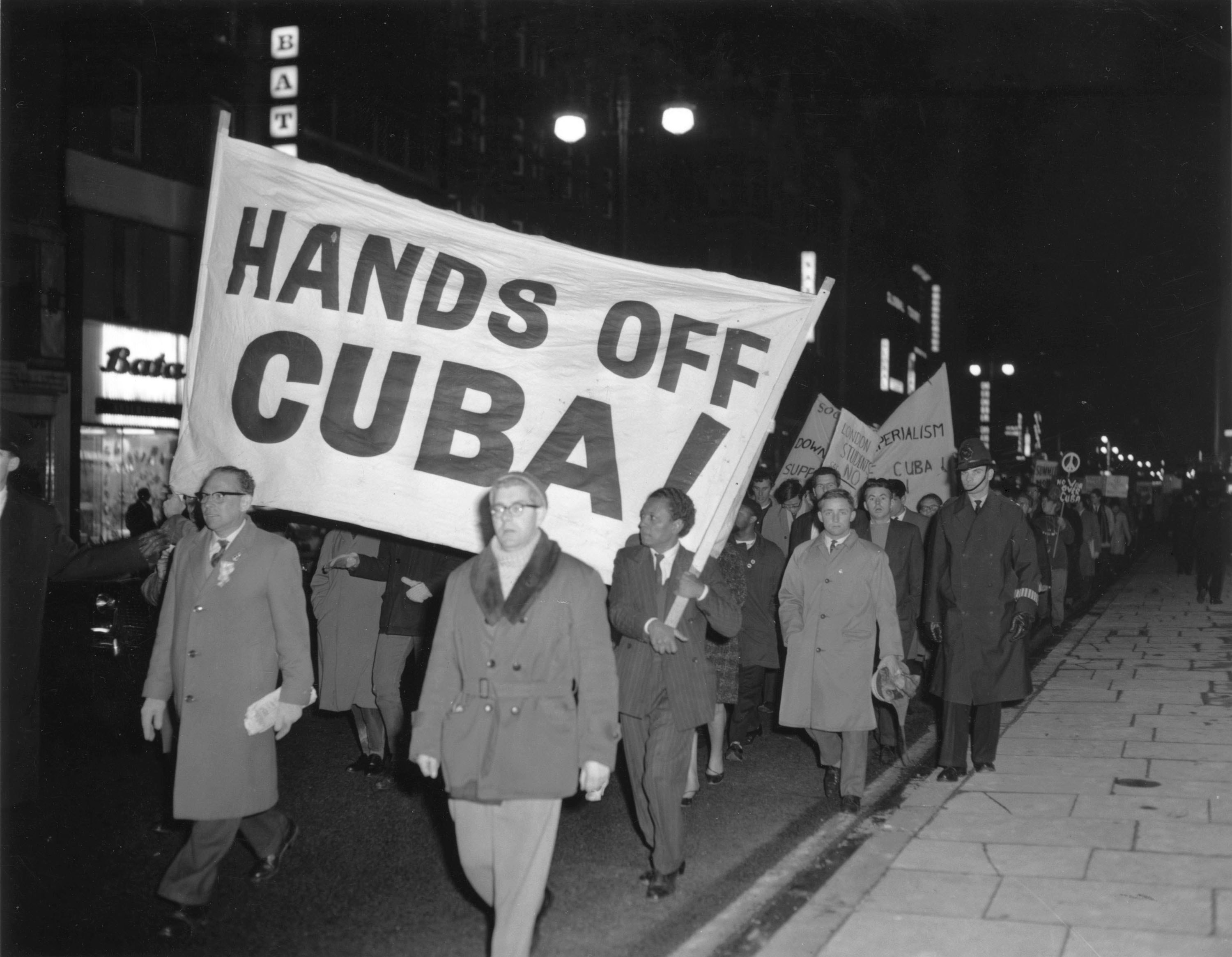 a debate on the cuban missile crisis The cuban missile crisis, recalled robert f kennedy, was a confrontation between the two giant atomic nations, the us and the ussr, which brought the.