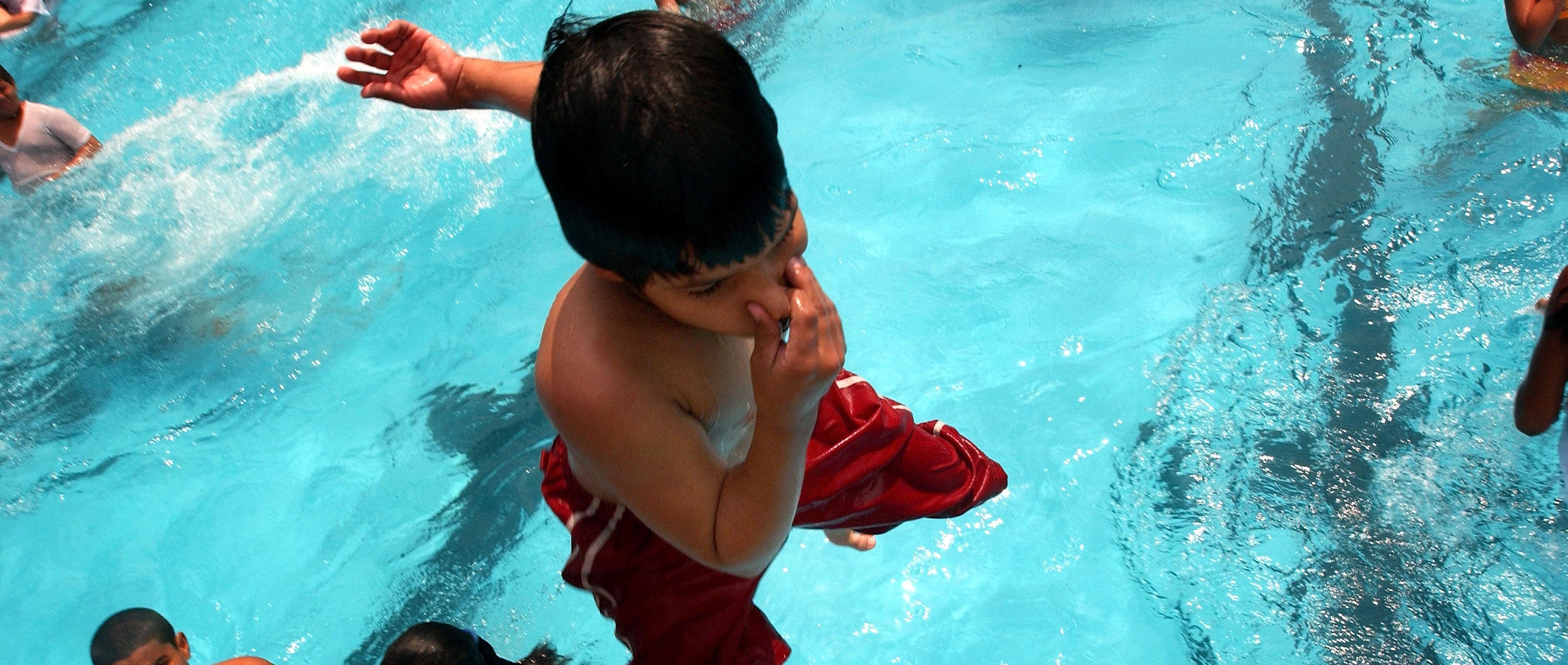 Cdc Warns Against Fecal Matter In Swimming Pools Fox News Latino