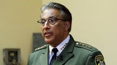 San Francisco Sheriff Ross Mirkarimi said that the U.S. Immigration and Customs Enforcement agency should earlier have issued an arrest warrant for Francisco Sánchez.