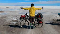 Juan Dual, a -year-old Spanish nurse who lost a good part of his digestive tract to cancer, has toured much of Bolivia on a bicycle and is now about to head to Argentina on a Latin American journey to warn about the disease.