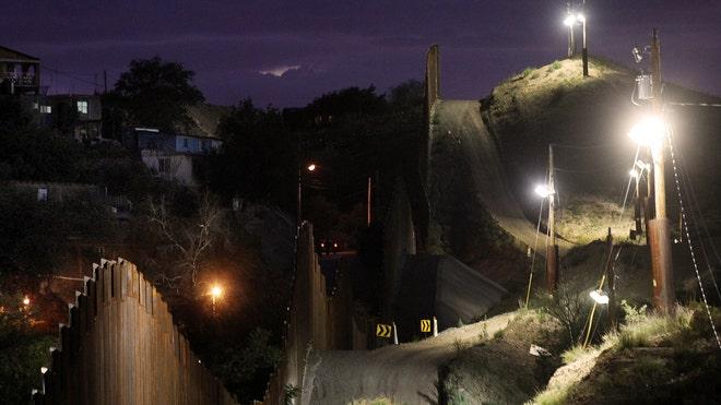 Nogales-fence_BT.jpg