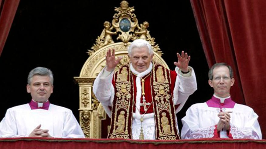 Pope Benedict XVI blesses the faithful at christmas
