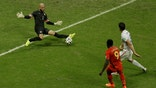 Tim Howard Belgium Latino.jpg