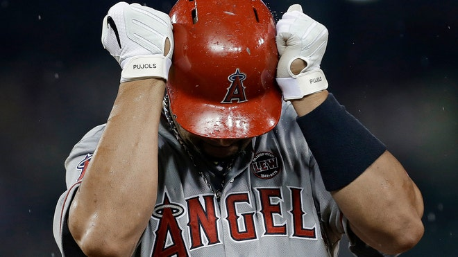 Angels Pujols injured.jpg