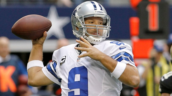 Cowboys Romo throwing.jpg