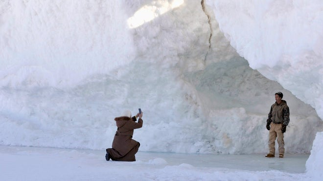Sheriff says Lake Michigan ice caves in Leelanau County no longer safe because of winds, thaw