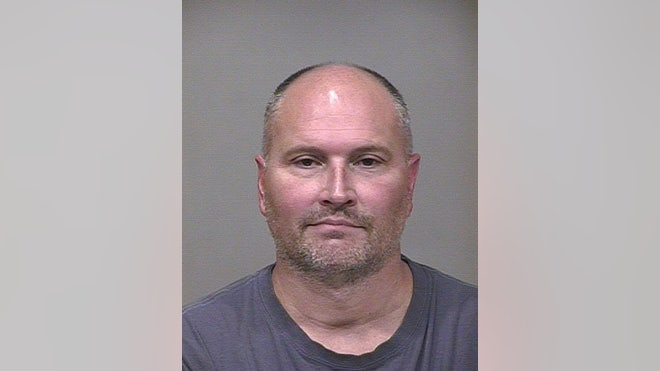 Former NBA guard Rex Chapman has been arrested for allegedly shoplifting $, worth of merchandise from an Apple store in Scottsdale and then selling the items at a pawn shop.
