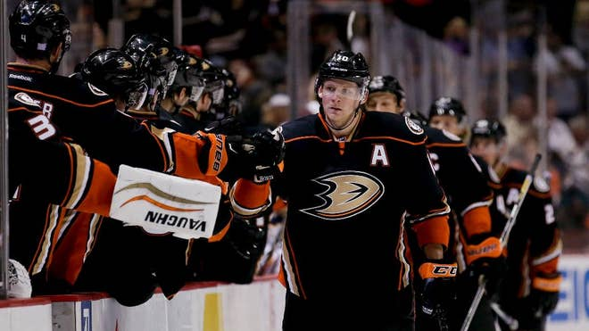 Corey Perry had his second hat trick of the season and the Anaheim Ducks beat the Buffalo Sabres - on Wednesday night for their sixth straight victory.