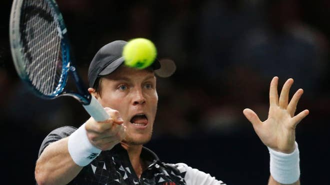 Tomas Berdych sealed his spot at the ATP finals for the fifth straight year after rallying to beat Kevin Anderson and reach the semifinals of the Paris Masters on Friday.